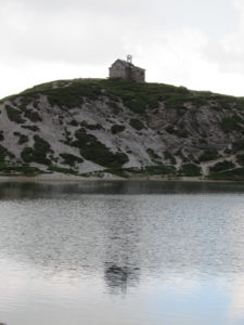Cappella sul lago d'Olbia