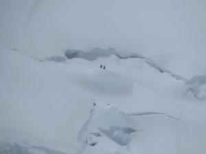 Alpinisti di fronte ad un seracco