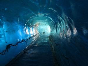 Il tunnel scavato nel ghiacciaio