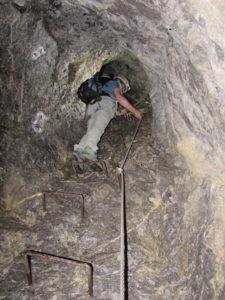 Un tratto verticale nella galleria